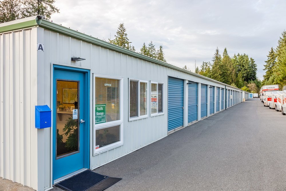 Front view of self storage facility in Poulsbo, WA