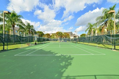 Tennis court at apartments for rent at Palmetto Place Apartments.