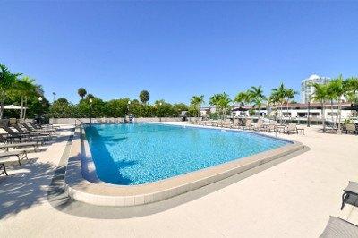 Resort style pool at apartments for rent at Marina del Mar.