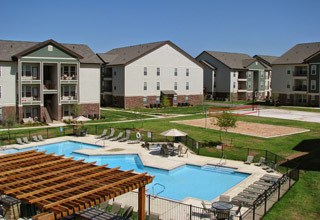 Large swimming pool area at the apartments in Lawton