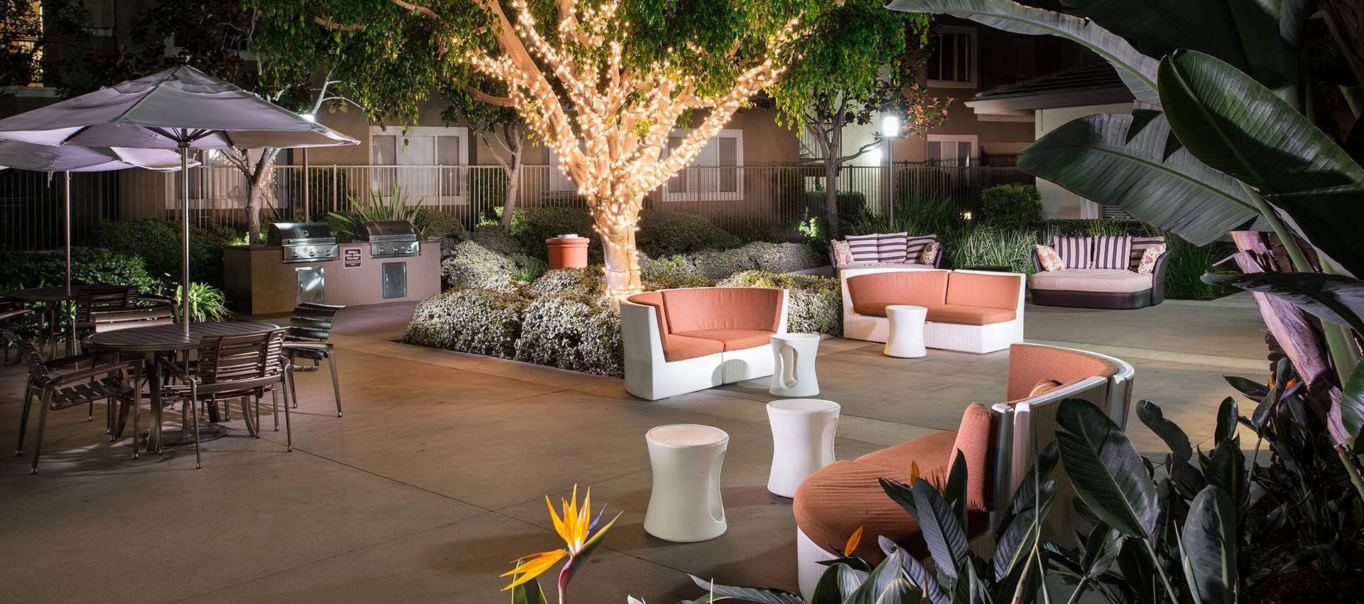 Courtyard With Bbq & Wifi Amenities Gallery