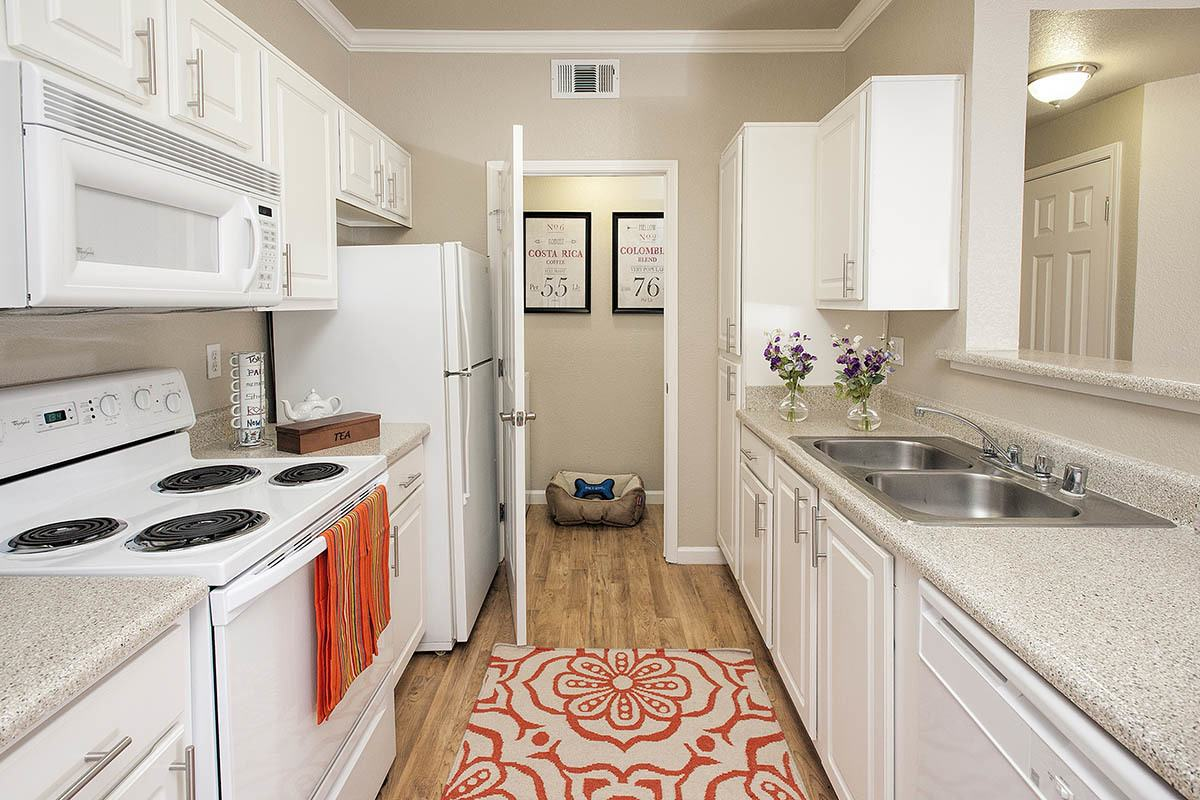 Kitchen With Modern Appliances at River Oaks Apartment Homes in Vacaville