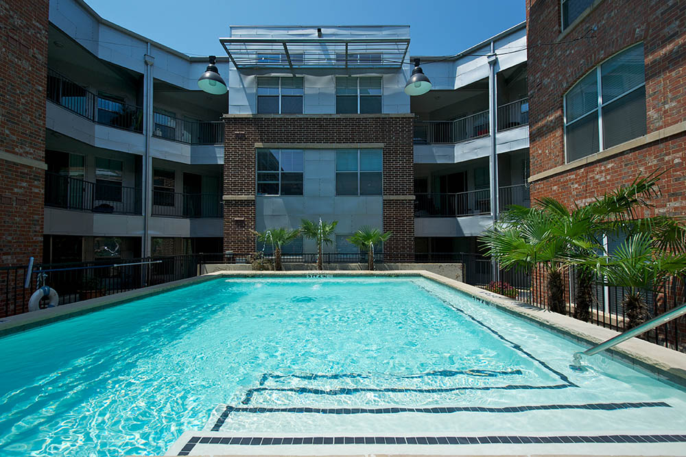 Resort Style Pool At 1001 Ross